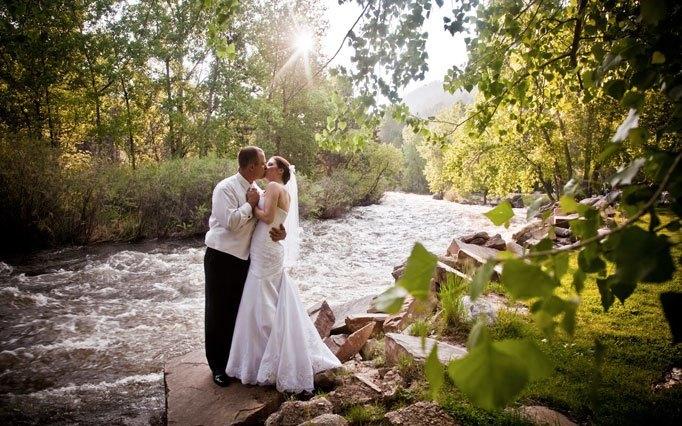 Poročna lokacija ob reki
