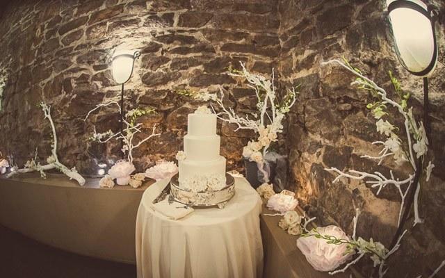 Poroka v vinski kleti