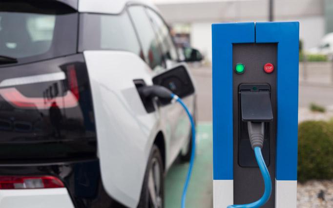 Polnjenje akumulatorja električnega avtomobila